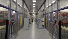 Paint booth cleanroom between spraybooths